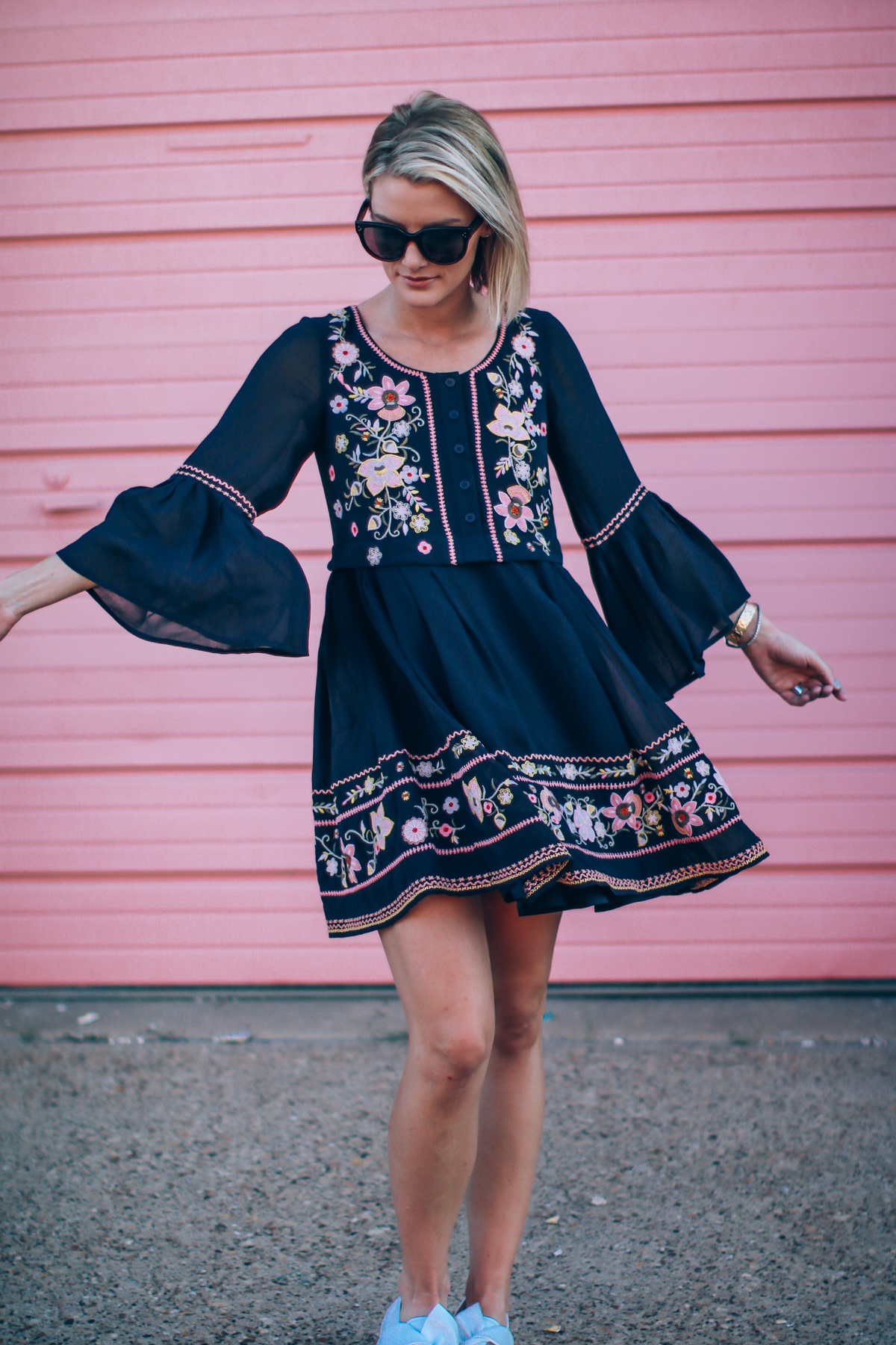 sneakers-and-dress-outfit