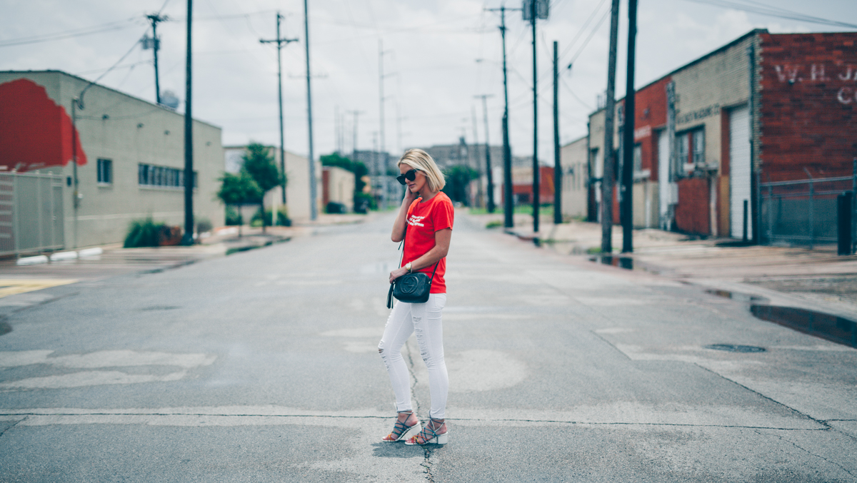 white-distressed-jeans-for-summer