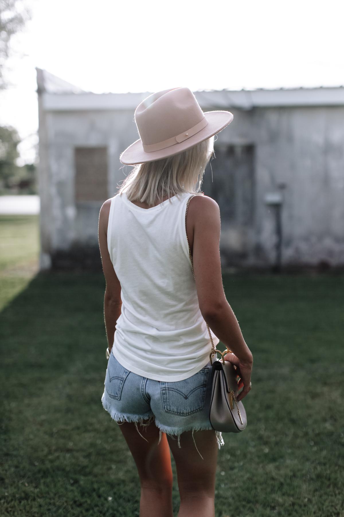 vintage levi shorts on blogger So Sage