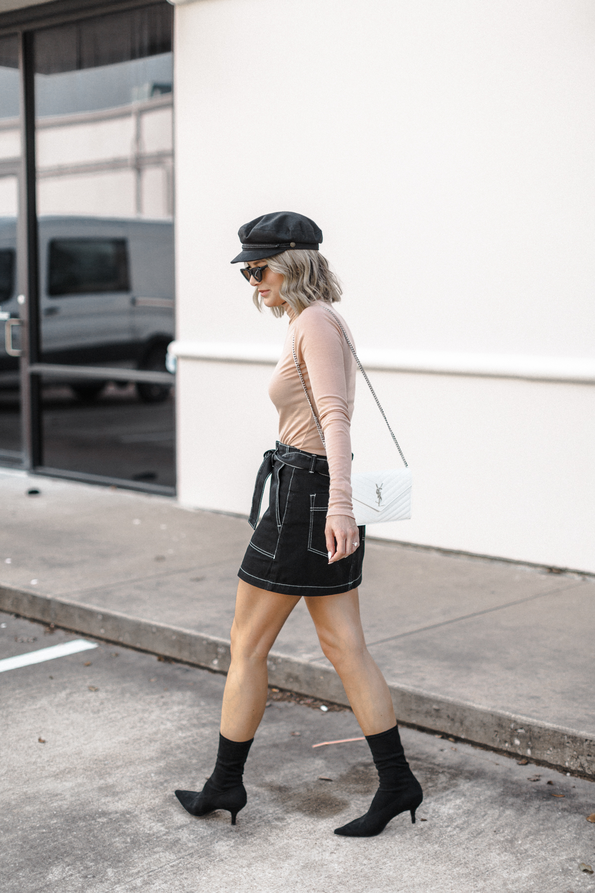 a cute fiddler cap outfit for Spring on blogger So Sage