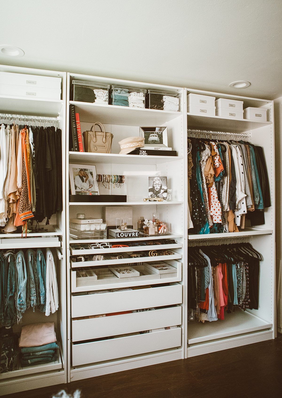 blogger so sage turned her spare bedroom into a cloffice