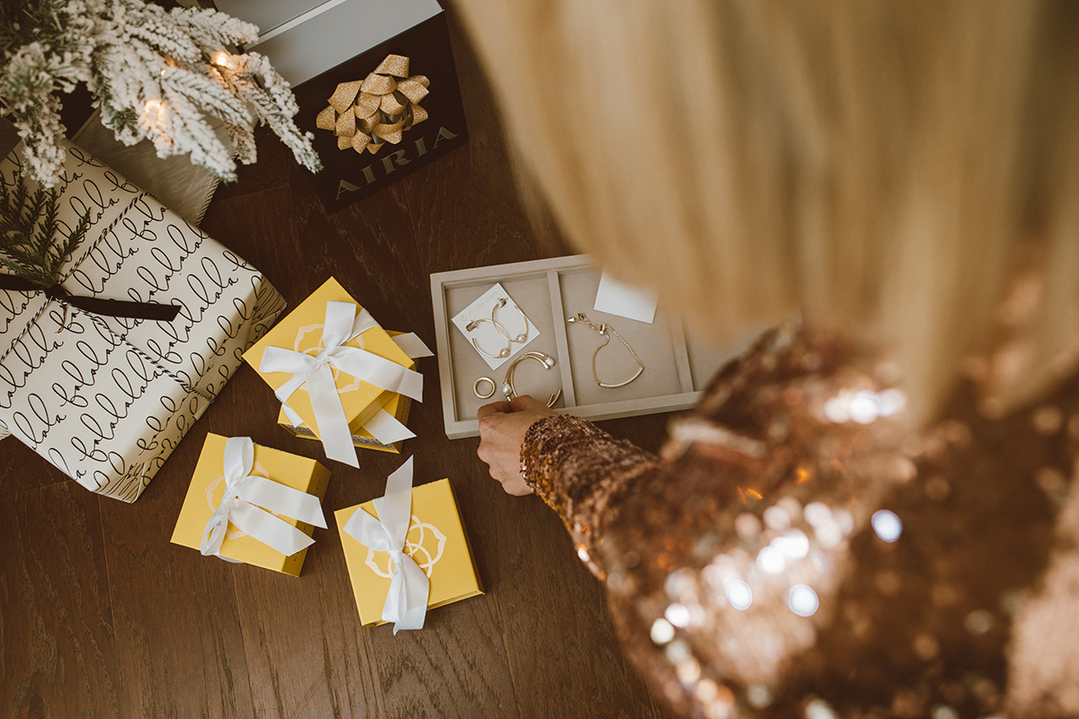 gift assistant by Kendra Scott