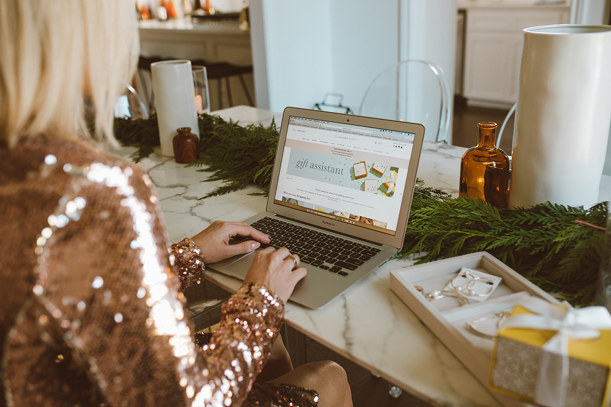 making holiday shopping easy with the Kendra Scott digital gift assistant