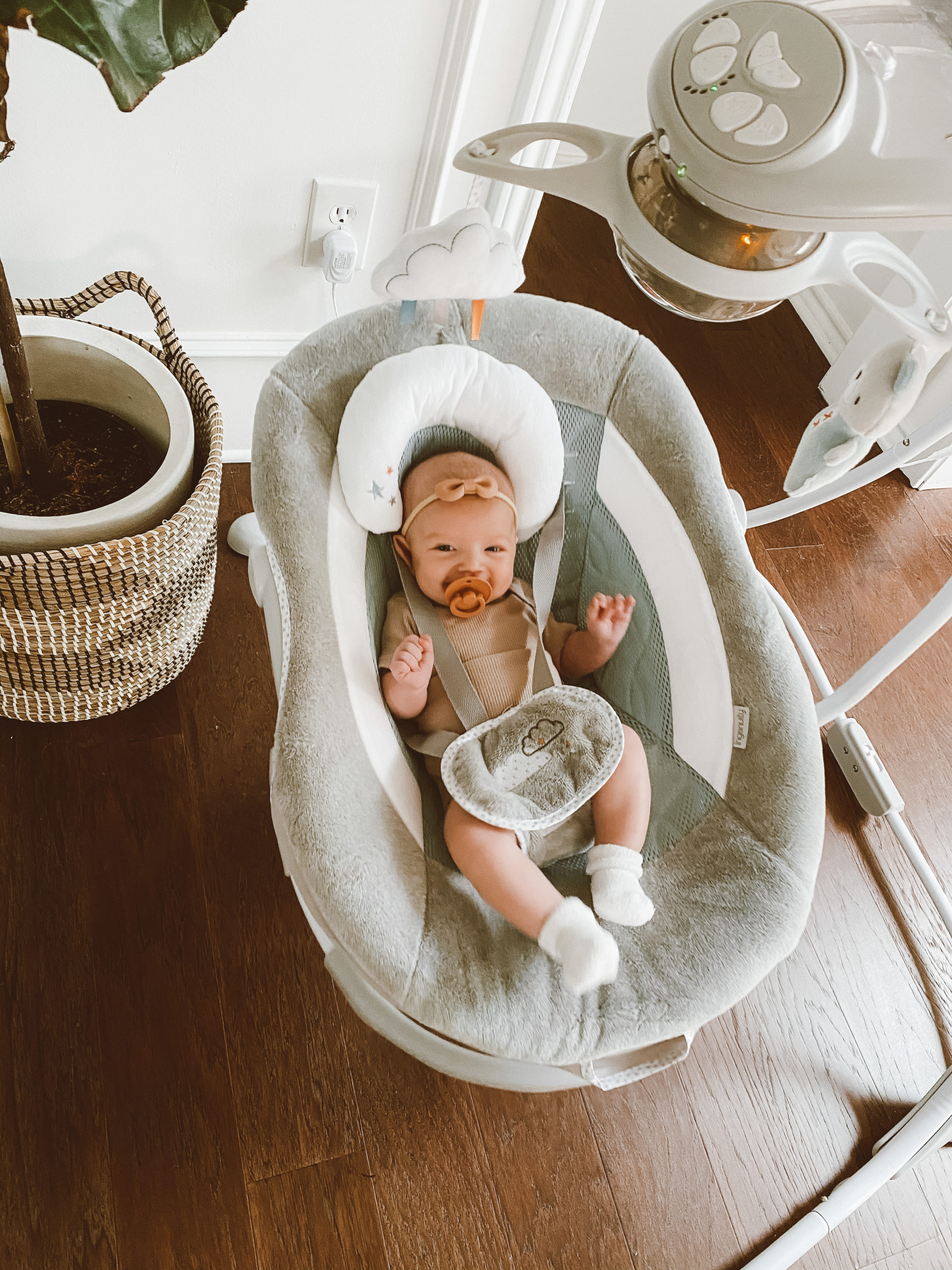 baby swing vs mamaRoo review and comparison